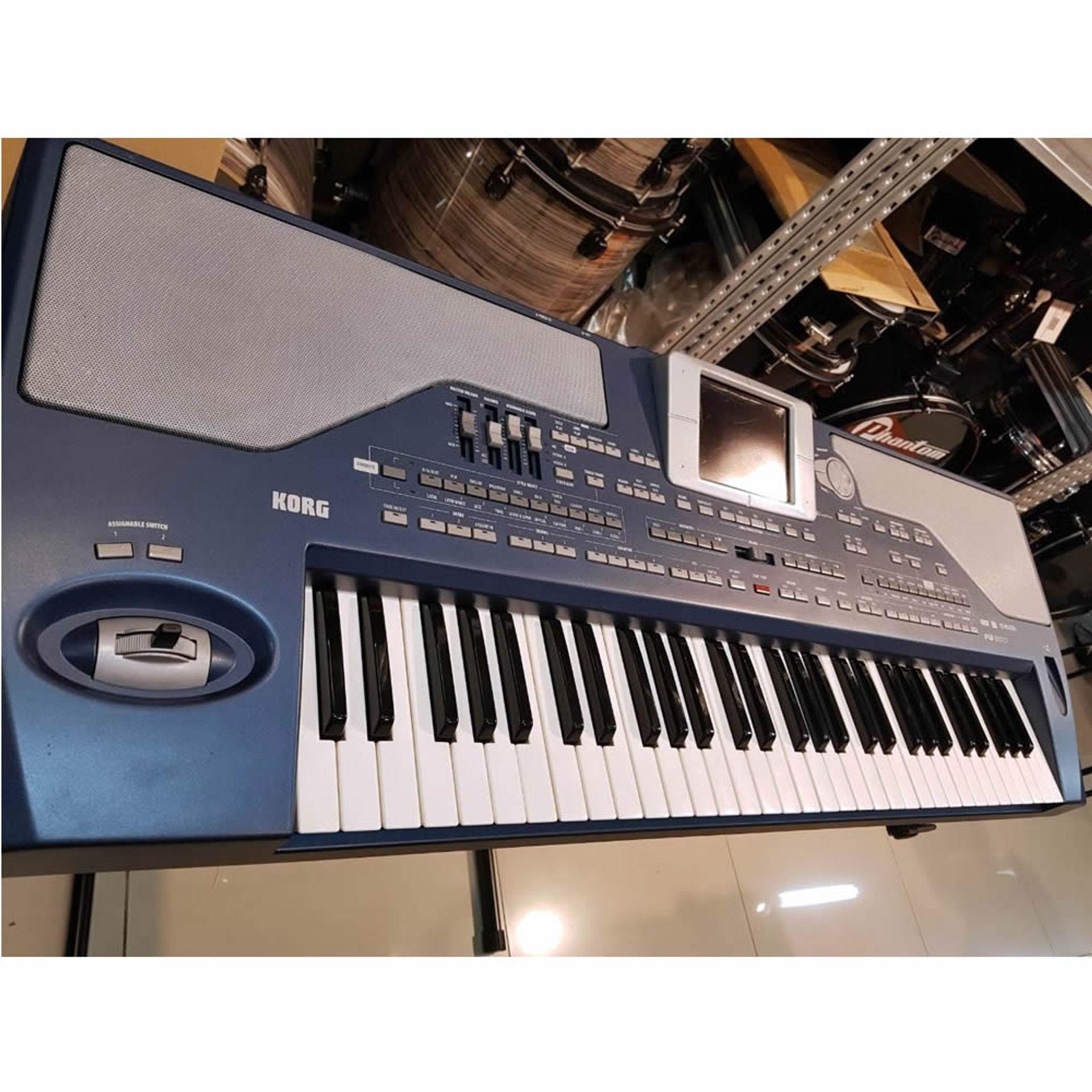 Teclado Korg PA800 USADO - X5Music