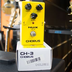 PEDAL-NUX-CH-3-CHORUS--USADO-