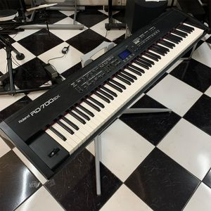 PIANO-DIGITAL-ROLAND-RD-700SX-USADO-ok